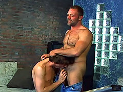 Twink get fuck by a sexy dilf mature gay fuck